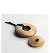 Dřevěný šperk na krk-wooddesigner